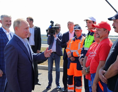 Russian President Putin launches Tavrida Motorway in Crimea